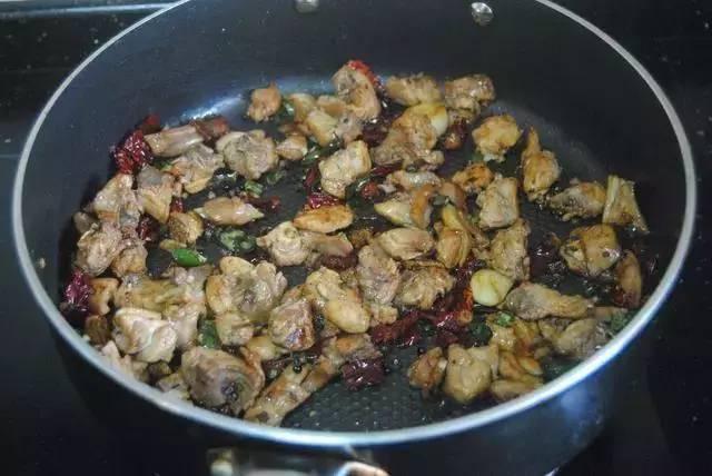 兔肉这样做真好吃,怪不得四川人爱吃兔,这味道吃一口就停不下筷
