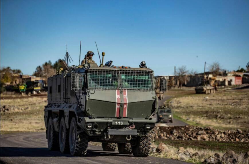 叙政府军在俄军无人机支援下发现武装分子大型军火洞库