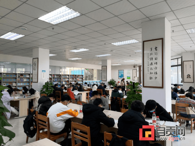 新时尚图书馆在春节很受欢迎