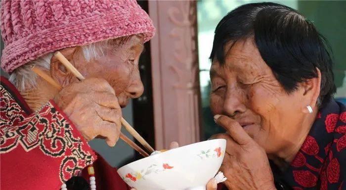 """""""你满76岁,我满103岁,我们娘俩一个陪着一个过"""""""
