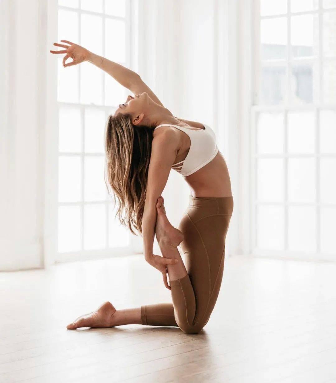8个瑜伽扭转体式,清肠排毒,尤其适合冬季练习!