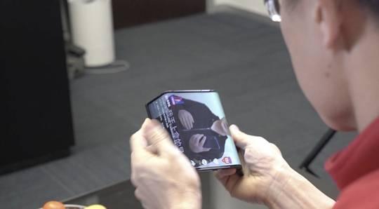 """折叠屏手机""""出道""""两年:技术成熟多少?何时买得起?"""