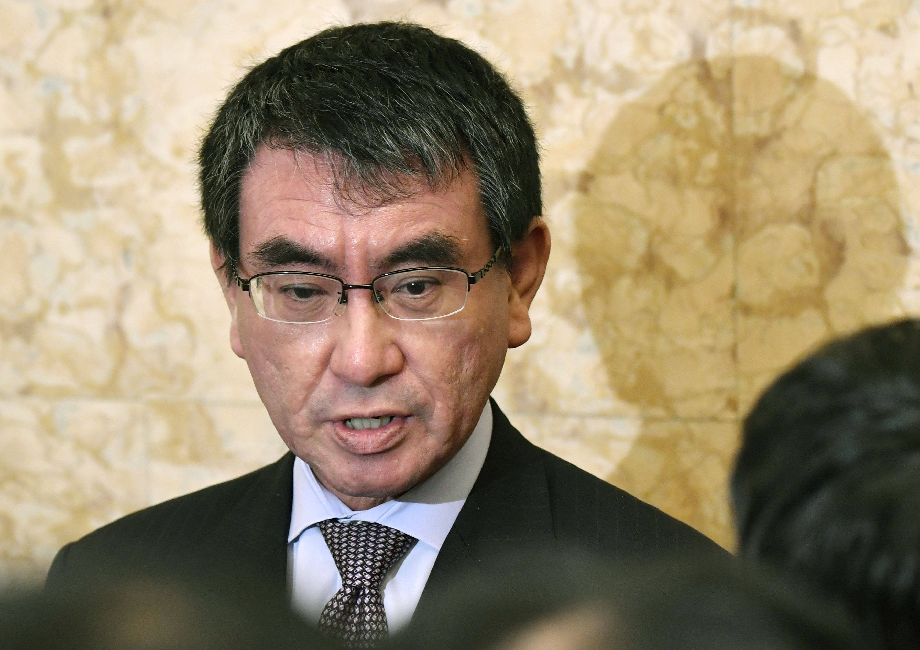 日本新冠疫苗供给不足,负责大臣:考虑只为民众接种一针