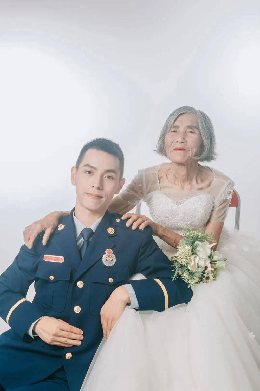 """相差61岁的最美""""婚纱照""""刷屏,背后的故事催人泪下"""