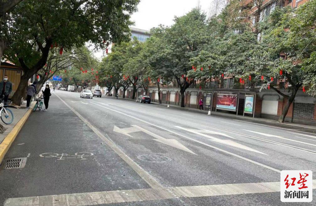 @成都司机 这些路段施划黄色禁停线 乱停车罚100记3分