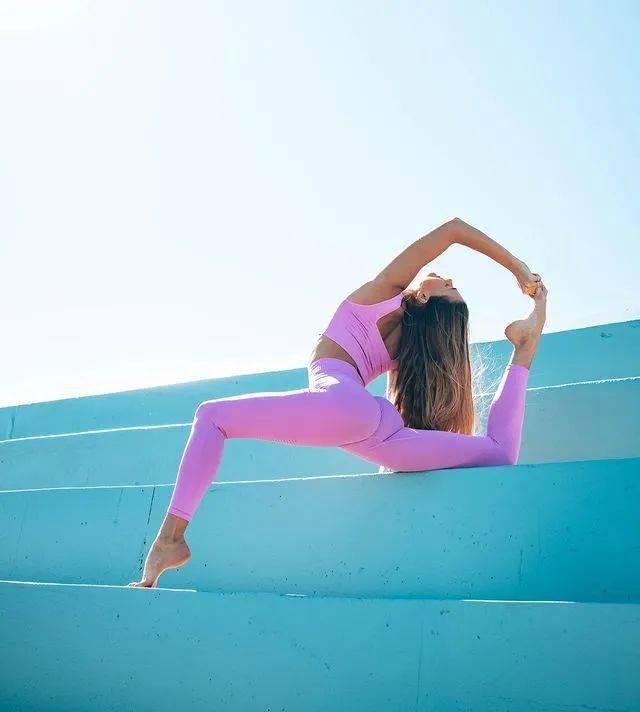 16个瑜伽动作,深度打开胸腔,灵活胸椎_脊柱