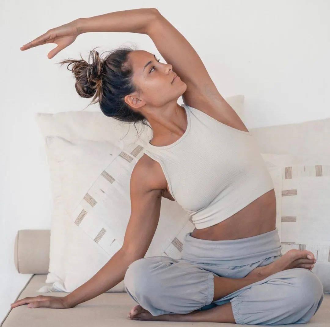 一套女性专属瑜伽,滋养盆腔、令你好气色!_宫寒