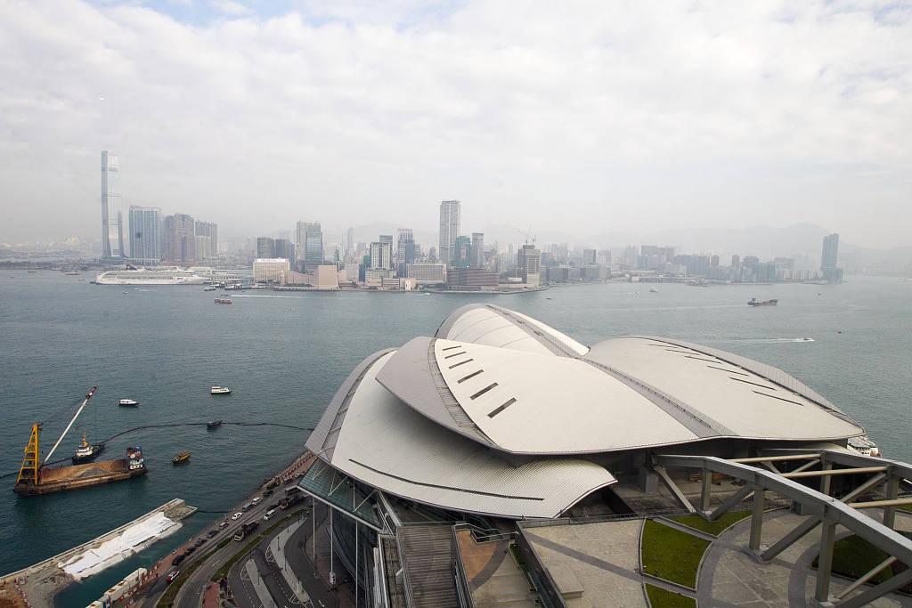 健全香港选举规章制度三任特首发音