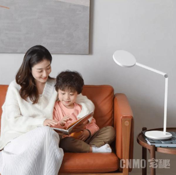 小米有品推智睿读写台灯 光线照度提升至国标AA级