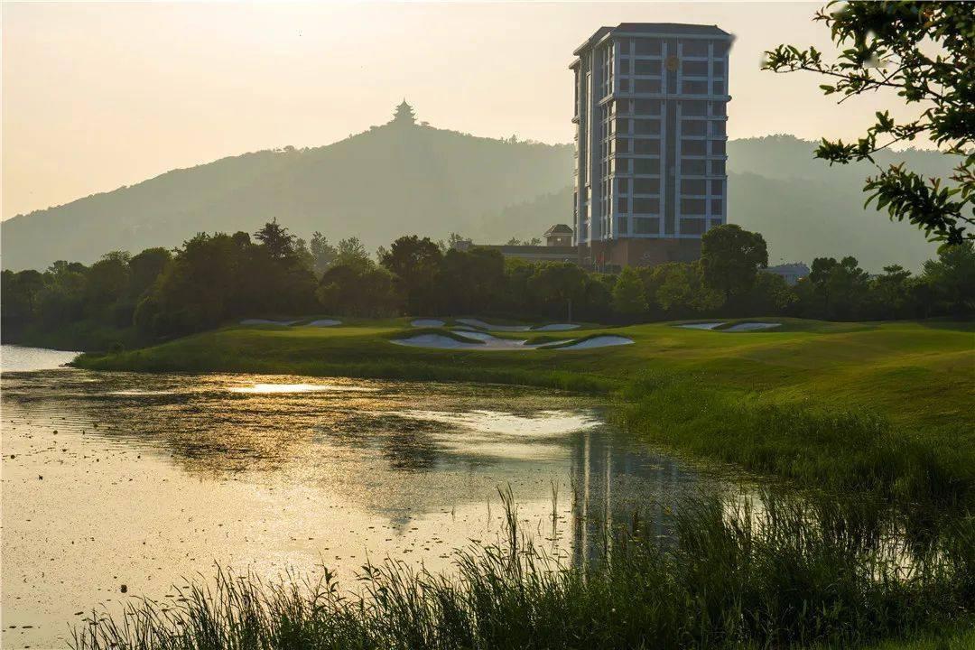 太湖之畔,可以打高尔夫还能去香雪海赏梅,这样的酒店套餐太给力!