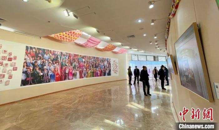 """""""峨嵋放歌——新疆省各族群众幸福的生活""""主题风格摄影展在京举"""