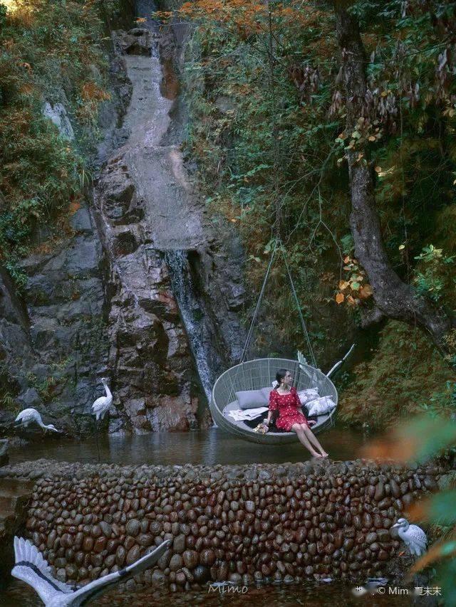 挖到宝了!南方也有丹霞地貌和大草原!瀑布泉下泡私汤,三文鱼吃到爽!