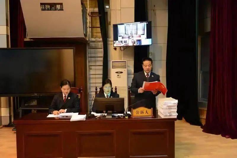 被控贪污作业本费等118万元,中学原财务主任当庭认罪