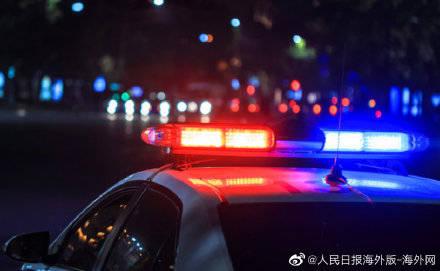 美国一戴手铐嫌犯被送押途中遇意外 趁警察分心开车逃跑