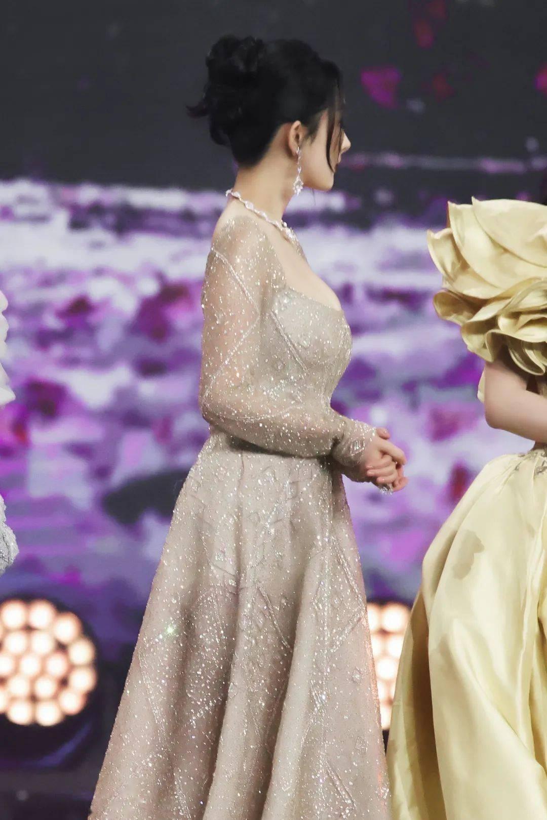 女生穿裙子一定要注意这一点,气质翻倍!