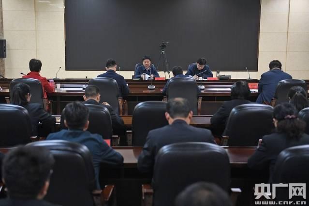 周斌到市初级人民检察院调查政法队伍文化教育整治工作中注重