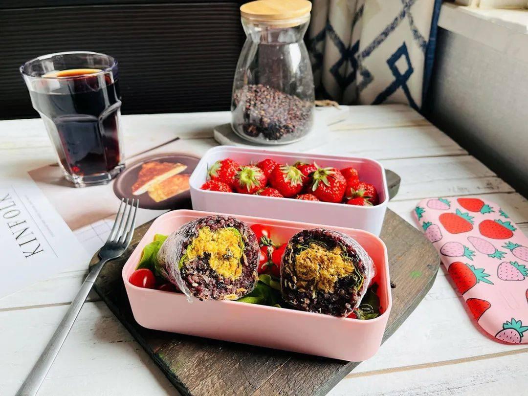 紫米肉松饭团:做起来超级方便,口感超赞