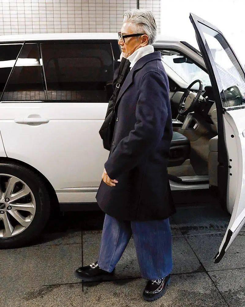 有时尚感的人太吸睛了!这位50+的大叔,穿出了20+的潮酷