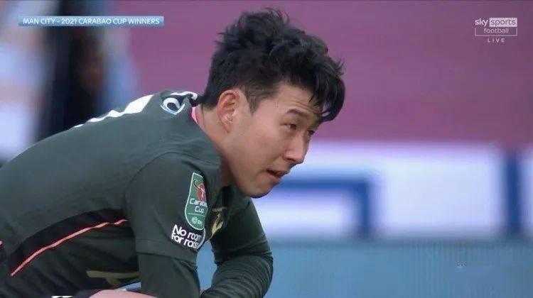 孙兴慜落泪,曼城球员送安慰