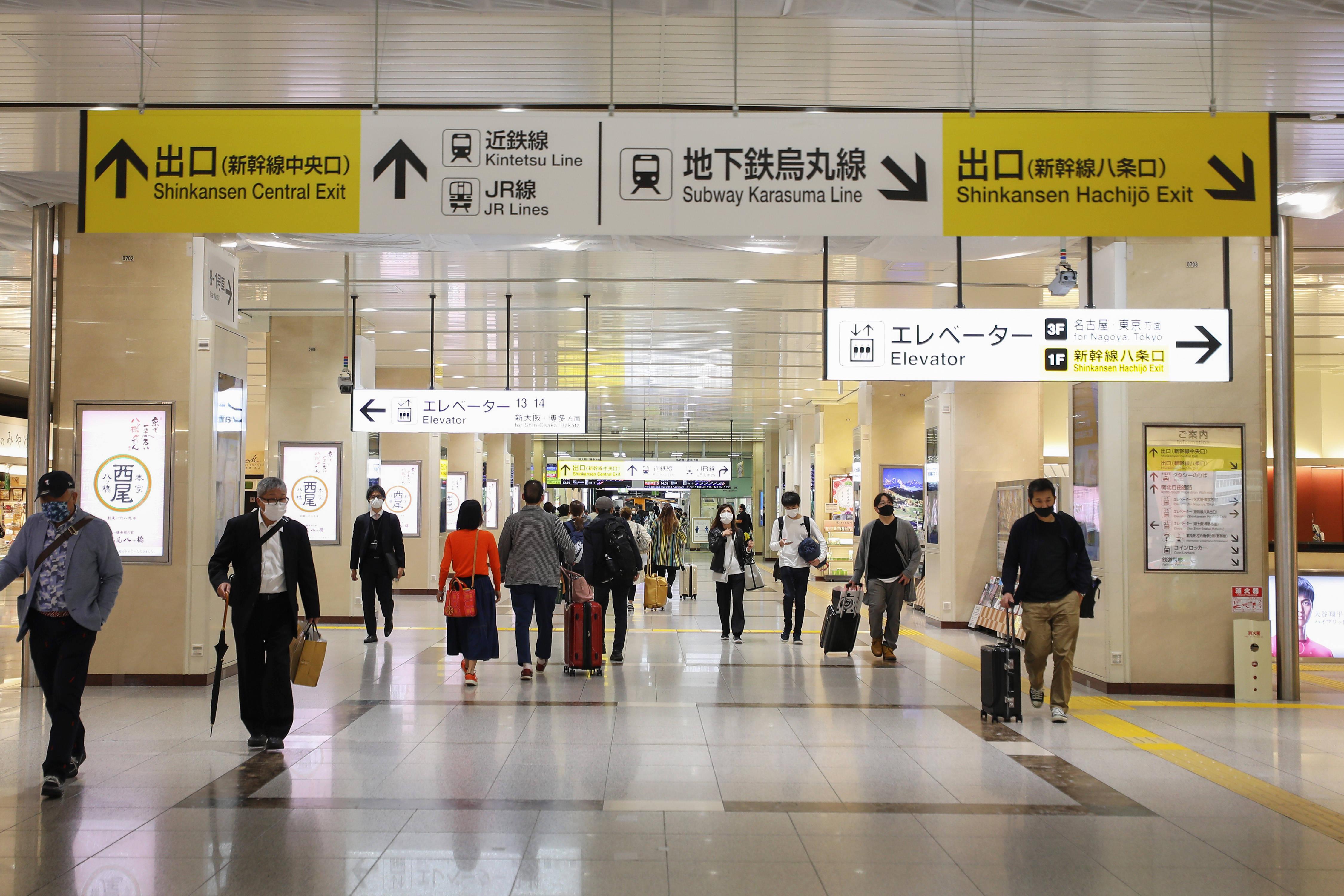 """日本多地紧急状态下的""""黄金周""""长假开始"""