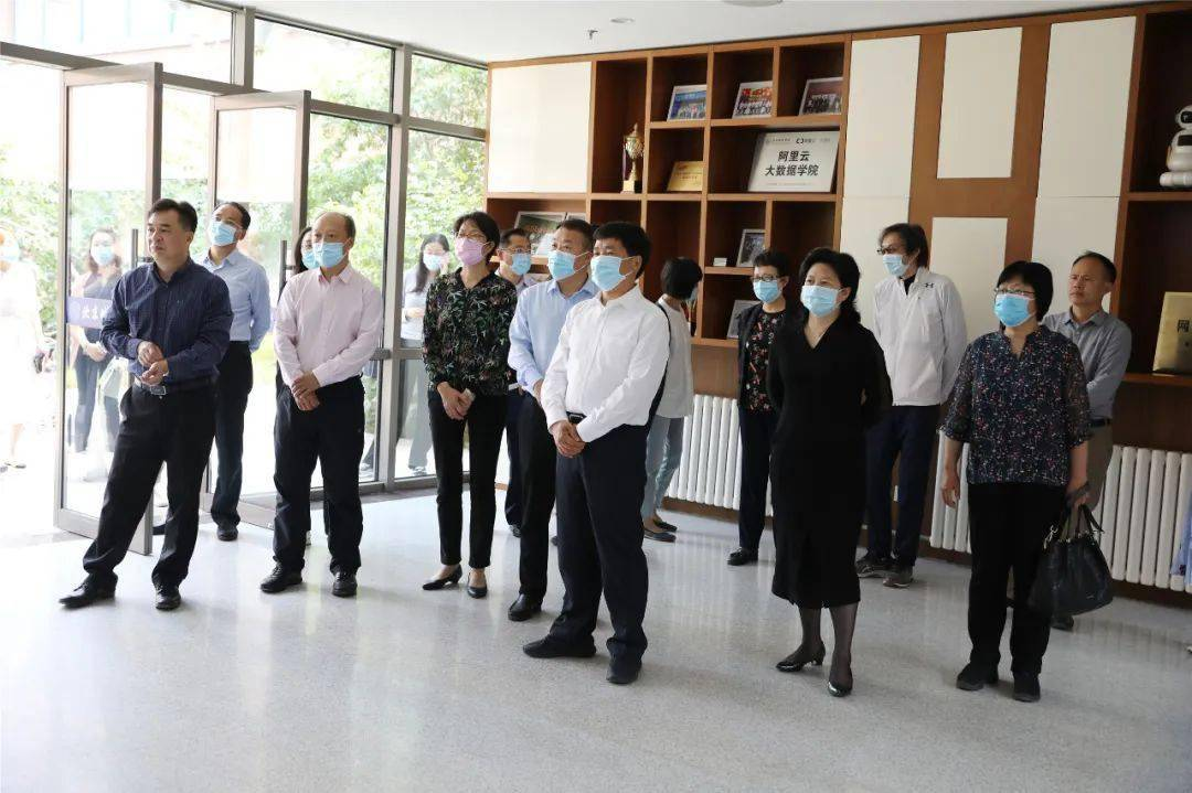 北京市人大常委会到北京城市学院调研