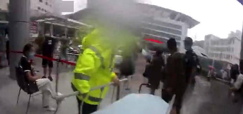 交警暴雨中护送羊水破裂孕妇去医院 比正常天气还要快10分钟到达-家庭网