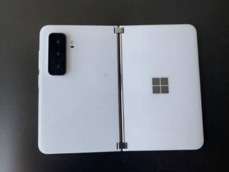 微软Surface Duo 2曝光:搭载骁龙855芯片,可合并5.6英寸双屏幕
