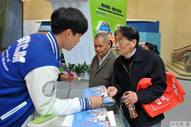 """上线5个月日均收看人次突破100万,""""金色学堂""""火了!上海为老年人做的这件事,被联合国教科文组织点赞_教育"""