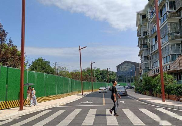 """都江堰市:群众的""""堵心路""""通了"""