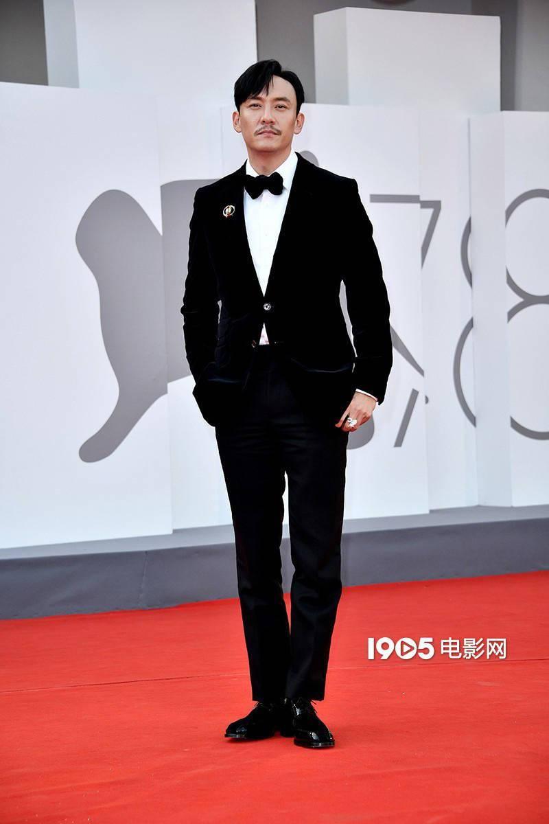 张震出席了《沙丘》的首映礼 他的西装相当优雅