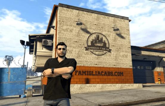 在《GTAOnline》的角色扮演服务器上,这名玩家开了家出租车公司