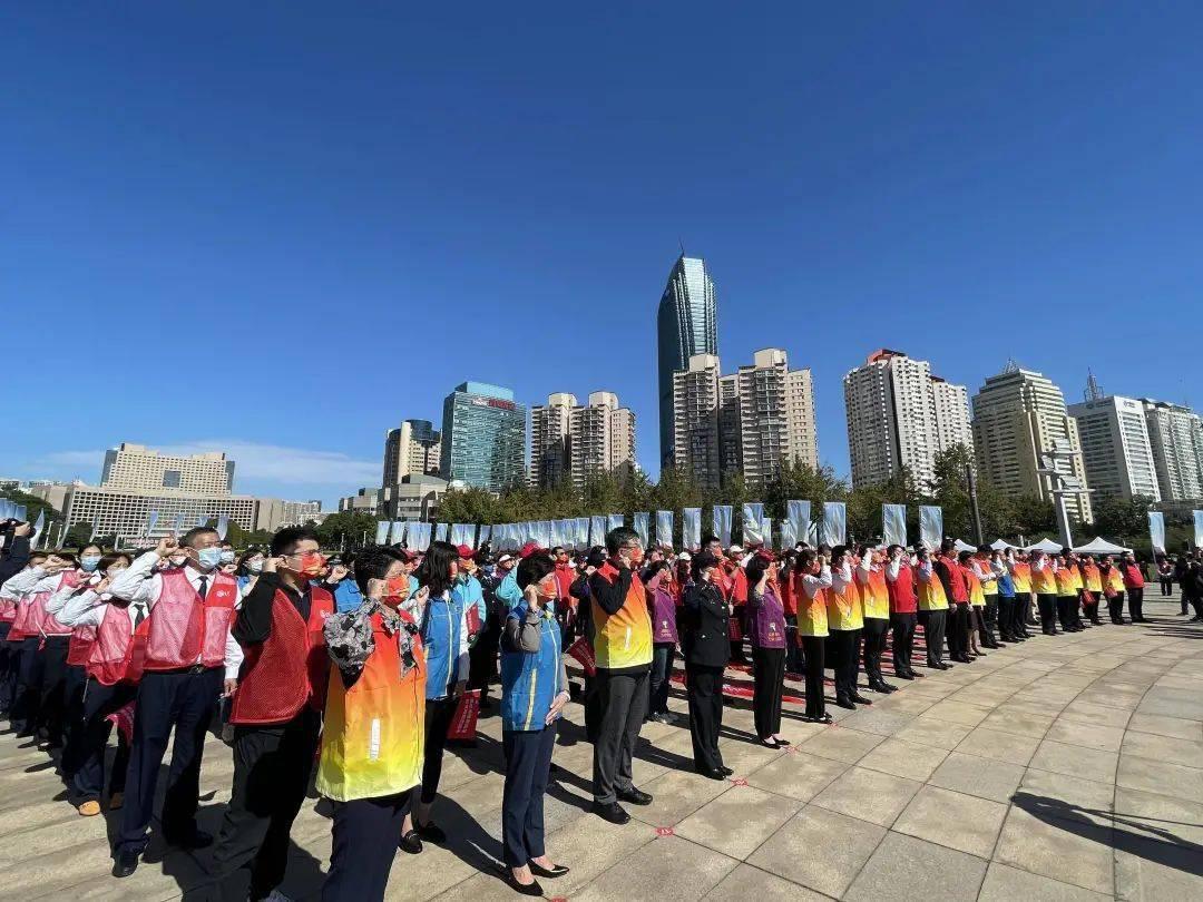 """青岛:166万志愿者吹响创城""""集结号"""""""